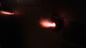 電気炉還元焼成の火の画像