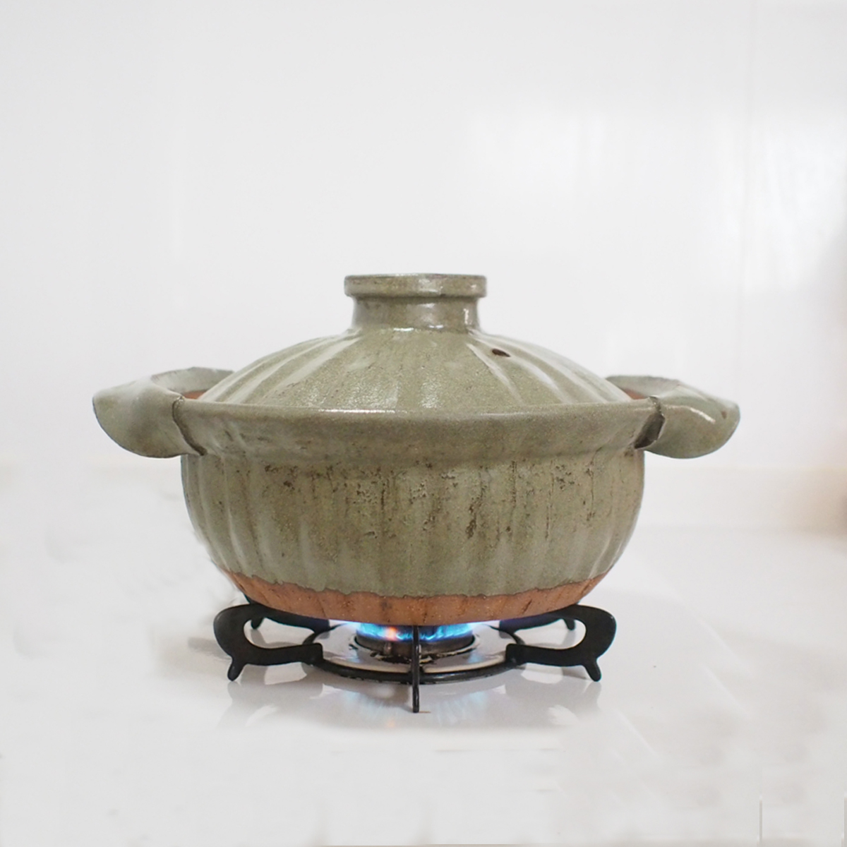 土鍋でご飯を炊いている画像